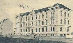 Historická fotka školy.